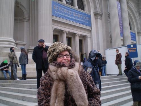 Metropolitan Museum of Art & a bundled Lucy
