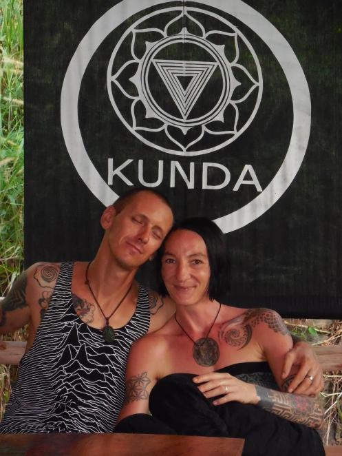 Kunda Anti Pop Cafe - Lena & Eric - Koh Lanta Yai Thailand
